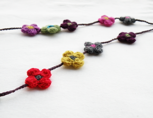 crochetnecklace4.jpg