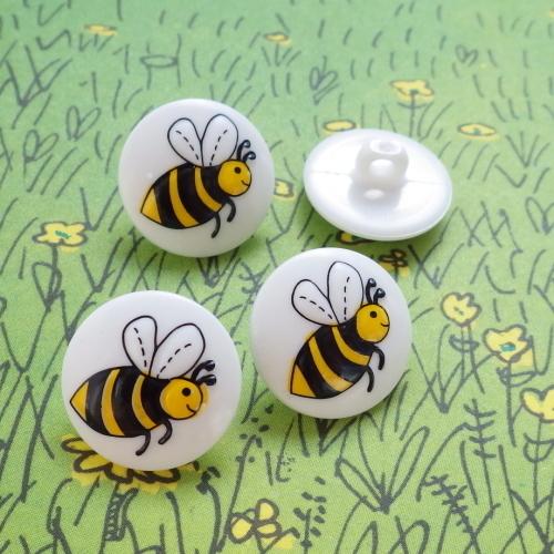 ミツバチのボタン